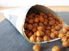 Herzhafter Low Carb Snack der super einfach zubereitet und proteinreich ist! Geröstete Kichererbsen mit Gewürzen im Ofen geröstet - Snacken erlaubt!