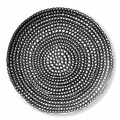 Marimekko's Siirtolapuutarha plate has a black and white pattern and is available in two sizes; Ø20 cm and Ø25cm. The plates are just two of many products in the Siirtolapuutarha series and they are even nicer combined with the other products. Choose from cups, bowls, plates and teapots in stylish, timeless design.