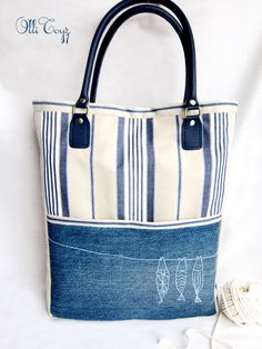 How to make denim bag from recycled old jeans Patchwork Bags, Quilted Bag, Patchwork Quilting, Diy Sac, Denim Purse, Old Jeans, Simple Bags, Sew Simple, Recycled Denim