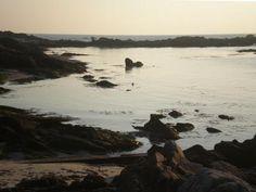 Cote rocheuse de la pointe du croisic sur le lieu dit port aux rocs