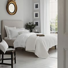 Sleep better thanks to Feng Shui: This is how you optimally furnish your bedroom! - Feng Shui for the bedroom - White Bedroom, Beautiful Bedrooms, Feng Shui Bedroom Layout, Interior, Home, White Bedroom Style, Bedroom Interior, Interior Design, Bedroom Layouts