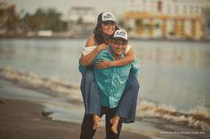 Fotografía de novios en la playa Hipster, Couple Photos, Couples, Style, Fashion, Bridal Pics, Weddings, Grooms, Fotografia
