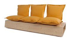 Divano personalizzabile con comode sedute orientabili. La base è caratterizzata da fori in cui si possono inserire fino a 3 cuscini. Nella combinazione a due sedute, lo spazio libero diventa un comodo piano d'appoggio.