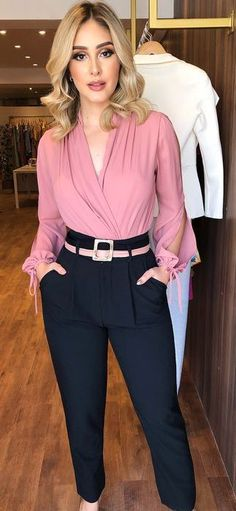 Sublime office outfit with dark blue and pink colors
