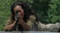 "The Walking Dead S7E06 'Swear' - ""Cyndie"" from Oceanside community helping Tara Chambler get back to Alexandria."