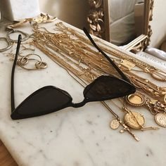 Wonderful Black Gold Jewelry For Beautiful Pieces Ideas. Breathtaking Black Gold Jewelry For Beautiful Pieces Ideas. Womens Fashion Online, Latest Fashion For Women, Sunnies, Jewelry Accessories, Fashion Accessories, Outfit Invierno, Black Gold Jewelry, Accesorios Casual, Sunglass Frames