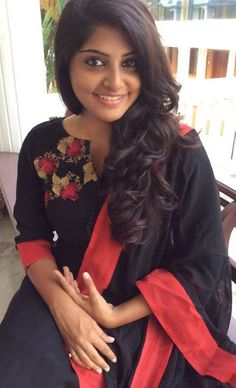 Take a look at the new stills of actress Manjima Mohan. Indian Natural Beauty, Indian Beauty Saree, Actress Without Makeup, Bollywood Party, Tamil Actress Photos, Movie Photo, Beautiful Indian Actress, Beautiful Women, India Beauty