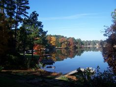 Whispering Pines, NC : Looking west across Spring Valley Lake.  I would like to have a house on a lake here or someplace like it with mountains very close by.