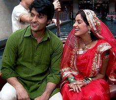 Bollywood News in Gujarati, બોલિવૂડ સમાચાર, Latest Bollywood Gujarati News, બોલિવૂડ ન્યૂઝ Gujarati News, Red Leather, Leather Jacket, Bollywood News, Take That, Sari, Indian, Jackets, Fashion