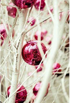 Image via We Heart It https://weheartit.com/entry/149644322 #christmas #decor #ornaments #pink #tree