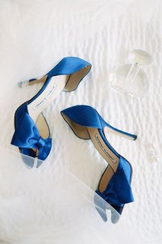 Si estás por casarte y estás en busca de lindas ideas para tus zapatos de novia, te tenemos un fabuloso regalo. Hemos preparado una compliación con estilos que nos parecen sencillamente hermosos e ideales para llevar en un día tan especial.