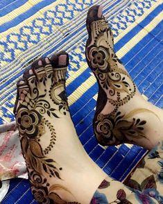 Simple Feet Mehndi Designs Ideas - The Handmade Crafts Khafif Mehndi Design, Floral Henna Designs, Mehndi Designs Feet, Henna Art Designs, Mehndi Design Pictures, Modern Mehndi Designs, Mehndi Designs For Girls, Wedding Mehndi Designs, Beautiful Henna Designs