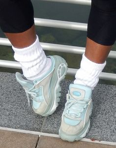 Air Max Sneakers, Sneakers Nike, Buffalo Boots, Wedge Heels, Clogs, Nike Air Max, Pumps, Sexy, How To Wear