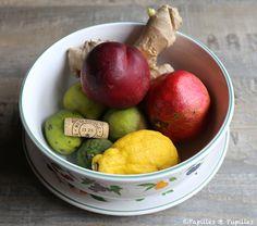 Comment se débarrasser des moucherons (fruits) - Il suffit de fendre un ou plusieurs bouchons en deux, dans le sens de la longueur, et  de déposer le liège au milieu des fruits. Les moucherons a priori n'aiment pas cela du tout.