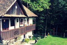 Regardez ce logement incroyable sur Airbnb : Vintage House of Squirrels at the…