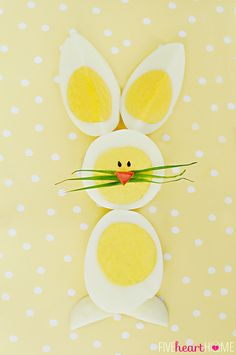Hard-Boiled Egg Chicks & Bunnies ~ A Fun Way to Use Up Leftover Easter Eggs! Hoppy Easter, Easter Eggs, Easter Food, Holiday Crafts, Holiday Fun, Deco Fruit, Food Decoration, Easter Party, Easter Brunch