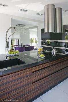 <p><strong>Ciemne meble w kuchni</strong> sprawdzają się znakomicie. Prezentujemy kilka pomysłów, dzięki którym osiągniesz świetny efekt. Kuchnie zdjęcia: meble do kuchni w ciemnych kolorach: eleganckie kuchnie. Kuchnia GALERIA ZDJĘĆ i 6 pomysłów na meble w kuchni.</p> H & M Home, Kitchen Island, Kitchen Makeovers, House, Design, Home Decor, Beautiful, Ideas, Island Kitchen