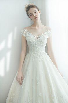 Cute Prom Dresses, Wedding Dresses Photos, Wedding Dress Styles, Dream Wedding Dresses, Pretty Dresses, Bridal Dresses, Wedding Gowns, Bridesmaid Dresses, Wedding Dress Bustle