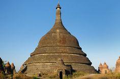 The Ratana-Pon pagoda in Mrauk U