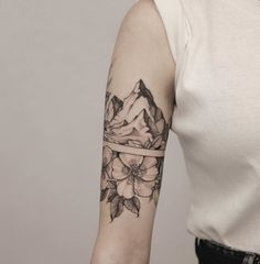 Arm Band Tattoo For Women, Tiny Tattoos For Women, Cute Tiny Tattoos, Sleeve Tattoos For Women, Mini Tattoos, Unique Tattoos, Flower Tattoos, Body Art Tattoos, Small Tattoos