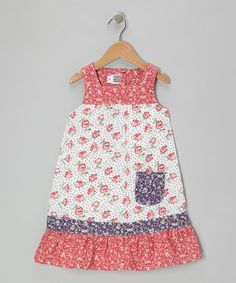 Marvel at the meadow on this playfully pocketed dress! Lightweight construction and a sleeveless silhouette lend a breezy touch to this flowery beauty.