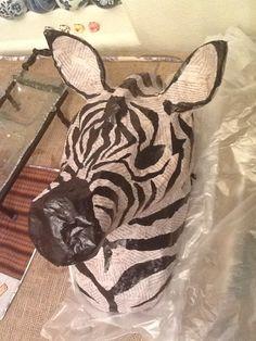 zebra mount or other exotic animal Christmas Photo Cards, Kids Christmas, Christmas Crafts, Crafts To Do, Crafts For Kids, Craft Activities For Kids, Craft Ideas, Paper Mache Crafts, Safari Theme