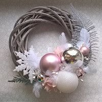 Food and floristry / Goods Fler. Christmas Advent Wreath, Christmas Swags, Xmas Ornaments, Holiday Wreaths, Christmas Crafts, Holiday Crafts For Kids, Handmade Christmas Decorations, Christmas Centerpieces, Classy Christmas