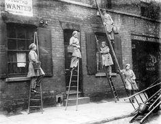 Women window cleaners working in 1917. #london.