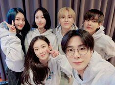 Kpop Girl Groups, Korean Girl Groups, Kpop Girls, Boy Groups, Extended Play, South Korean Boy Band, South Korean Girls, Solo Photo, Won Woo