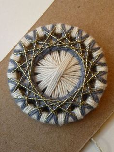 schmuck - uli-fritz kunst und textiles Button Art, Button Crafts, Filet Crochet, Circular Weaving, Dorset Buttons, Embroidery On Clothes, Button Necklace, Diy Buttons, Passementerie