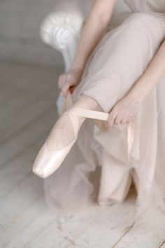 Ballet Inspired Wedding Inspiration via Magnolia Rouge Pointe Shoes, Ballet Shoes, Tumblr Ballet, Ballet Images, Ballet Pictures, Pretty Ballerinas, Ballet Photography, Ballet Beautiful, Simply Beautiful