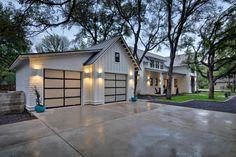 Texas Contemporary - farmhouse - Garage And Shed - Austin - DRM Design Group Landscape Architecture & Planning Texas Farmhouse, Urban Farmhouse, Modern Farmhouse Design, Modern Farmhouse Exterior, Farmhouse Interior, Garage Design, Exterior Design, Style At Home, Pavillion