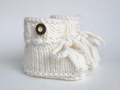 Strick- & Häkelschuhe - Babyschuhe gestrickt - extrawarm - ein Designerstück von ellyshop bei DaWanda