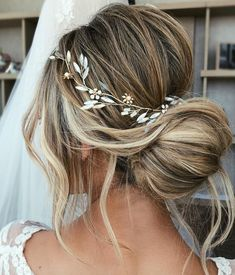 This one of a kind bridal hair vine features our characteristic combination of floral and delicate branch details, including marbled howlite gemstones accents which create an elegant and chic bridal look. Bridal Hair Half Up, Bridal Hair Vine, Bridal Hairpiece, Curly Bridal Hair, Boho Bridal Hair, Romantic Wedding Hair, Wedding Hair Pieces, Hair Wedding, Wedding Tiaras