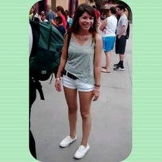 Knotts berry farm ootd :)   Top from Hollister // shorts from Hollister // belt from JCPenney // shoes from Vans