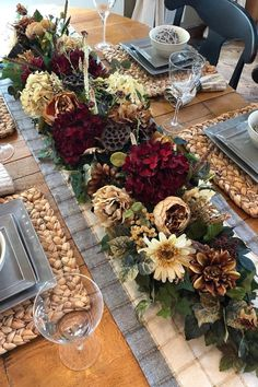 Easy Christmas Ornaments, Gold Christmas Decorations, Harvest Decorations, Christmas Flowers, Thanksgiving Table Settings, Thanksgiving Decorations, Autumn Decorating, Fall Decor, Christmas Village Sets