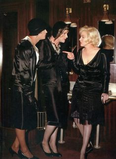 I adore old movies and one of my absolute favorites is Some Like it Hot starring Marilyn Monroe, Tony Curtis and Jack Lemmon. In addition to the zany story line, the costumes are divine! Jack Lemmon, Golden Age Of Hollywood, Vintage Hollywood, Hollywood Stars, Classic Hollywood, Hollywood Glamour, Tony Curtis, Marilyn Monroe Movies, Marilyn Monroe Fotos
