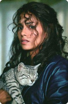 Mas famosos con gatos.Halle Berry