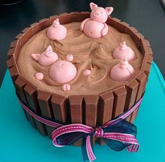 Pigs in mud pie - with marzipan and kitkat- Varkens in modder taart – met marsepein en kitkat Pigs in mud pie – with marzipan and kitkat - Kitkat Torte, Just Desserts, Dessert Recipes, Health Desserts, Homemade Cakes, Cake Creations, Let Them Eat Cake, Cake Designs, Amazing Cakes
