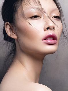 En 2017, la tendance make-up des lèvres facilite la vie des femmes. On oublie l'application du rouge à lèvres quasi professionnelle exigée par...