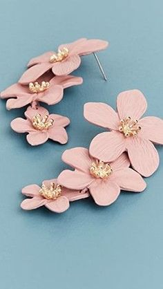 Polymer Clay Embroidery, Polymer Clay Crafts, Polymer Clay Jewelry, Diy Clay Earrings, Stud Earrings, Flower Earrings, Biscuit, Clay Flowers, Designer Earrings