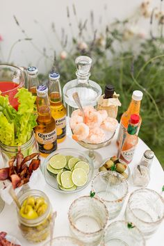 Party Planning: How to Build Your Own Bloody Mary Bar – brunch Tapas, Yummy Drinks, Yummy Food, Brunch Party Decorations, Bloody Mary Bar, Fiestas Party, Before Wedding, Party Drinks, Party Party