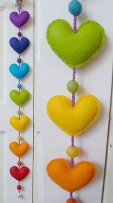 Love this rainbow-colored, felt Heart Garland! Hobbies And Crafts, Diy And Crafts, Arts And Crafts, Sewing Crafts, Sewing Projects, Craft Projects, Felt Christmas Decorations, Christmas Crafts, Heart Crafts