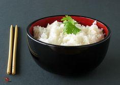 . Le riz à la noix de coco est un accompagnement parfait pour plusieurs recettes thaï et indiennes, mais il est tout aussi approprié avec plusieurs plats épicés de l'Ouest ou des Caraïbes.