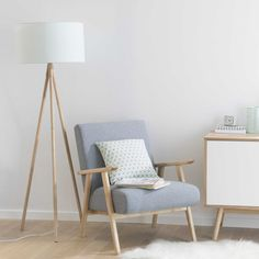 Pastel wooden tripod floor lamp H Wooden Tripod Floor Lamp, Interior Decorating, Interior Design, Scandinavian Interior, Home Staging, Home And Living, Living Room Decor, Furniture Design, Sweet Home