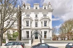 Outstanding 8 bedroom house for sale in Notting Hill with parking, W2