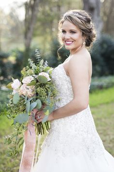 Pretty Bridal Portrait and Stunning Wedding Bouquet in Peach + Pink / designed by Kara Nash Designs / photo by Kevyn Dixon Photo