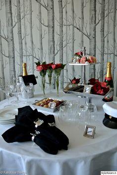 kattaus,juhlava kattaus,juhlakattaus,musta,valkoinen Table Settings, Food, Essen, Place Settings, Meals, Yemek, Eten, Tablescapes