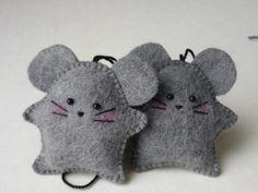 Taschenanhänger - MAUS als Anhänger - ein Designerstück von bobuya-filz bei DaWanda