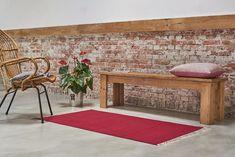 Kelim Vloerkleden Geef je interieur de finishing touch door een mooi vloerkleed neer te leggen! Een vloerkleed maakt de ruimte helemaal af en zorgt voor een aangekleed geheel. Deze katoenen kelims creëren daarnaast ook nog eens een natuurlijke, stoere look. Prachtig in een Scandinavisch interieur, maar ze passen ook mooi in een stoer industrieel huis. Handgeweven De handgeweven kelimszijn gebaseerd op de traditionele Oosterse wijze van kleden maken.De kelims zijn...